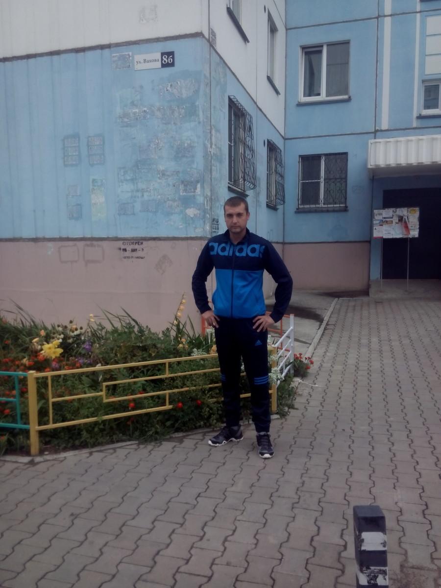 Знакомства Ангарск, фото мужчины Станислав, 33 года, познакомится для флирта, любви и романтики, cерьезных отношений