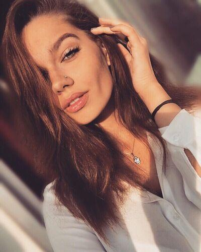 Знакомства Москва, фото девушки Анастасия, 20 лет, познакомится для флирта, любви и романтики, переписки
