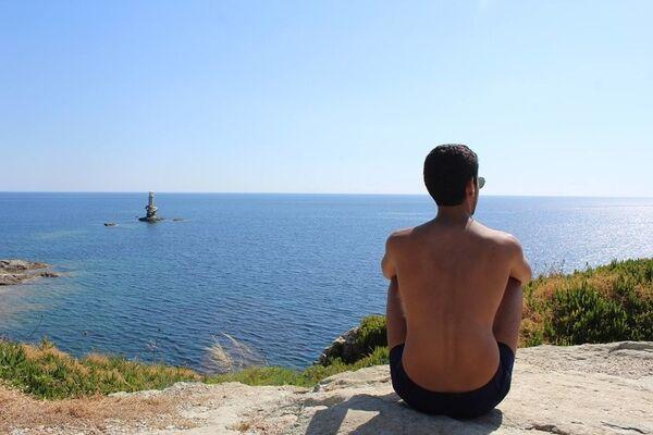 соседа гаражу фото мужчин на море без лица должен располагаться слева