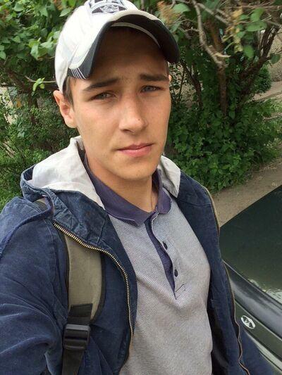 Знакомства Россошь, фото парня Станислав, 22 года, познакомится для флирта, любви и романтики, cерьезных отношений